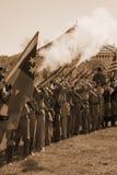 Ομόσπονδα στρατεύματα που βάζουν φωτιά στα μουσκέτα Στοκ Φωτογραφίες