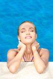 ονειρεμένος κολυμπώντας γυναίκα λιμνών Στοκ Εικόνα