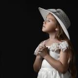 Ονειροπόλο ρομαντικό κορίτσι παιδιών στοκ φωτογραφία