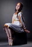 Ονειροπόλος λίγη τοποθέτηση ballerina στο λαϊκό φόρεμα Στοκ Φωτογραφίες
