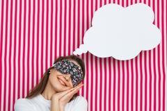 Ονειροπόλος γυναίκα με τη λεκτική φυσαλίδα Στοκ φωτογραφία με δικαίωμα ελεύθερης χρήσης