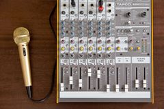 Οντάριο, Καναδάς - 21 Μαΐου 2018: Ακουστική υγιής μίξη στούντιο equaliz Στοκ εικόνες με δικαίωμα ελεύθερης χρήσης