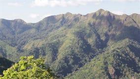 Ονόματα Khao Chang Phueak βουνών στο εθνικό πάρκο Pha Phum λουριών, επαρχία Kanchanaburi, Ταϊλάνδη, που φιλτράρει στην ευρεία γων απόθεμα βίντεο