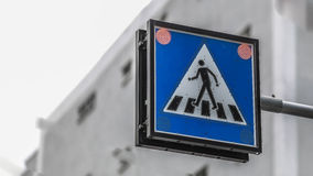 λοξοδρόμησης πλαισίων δεικτών κόκκινη κυκλοφορία σημαδιών κορδελλών τραχιά ξύλινη Στοκ Εικόνες