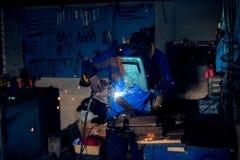 Οξυγονοκολλητής στην εργασία στο εργαστήριο Στοκ φωτογραφία με δικαίωμα ελεύθερης χρήσης
