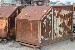 Οξυδωμένα εμπορευματοκιβώτια απορρίματος Στοκ Φωτογραφία