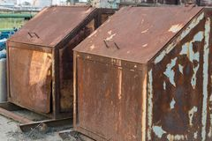 Οξυδωμένα εμπορευματοκιβώτια απορρίματος Στοκ εικόνες με δικαίωμα ελεύθερης χρήσης