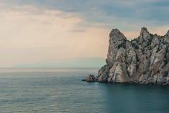 Οξυνμένος βράχος στη θάλασσα Στοκ Φωτογραφίες