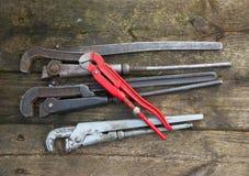 Οξυδωμένα τρύγος γαλλικά κλειδιά σωλήνων Στοκ φωτογραφία με δικαίωμα ελεύθερης χρήσης