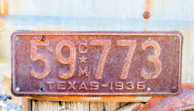 οξυδωμένη πινακίδα αριθμού κυκλοφορίας του Τέξας του 1936 Στοκ εικόνες με δικαίωμα ελεύθερης χρήσης