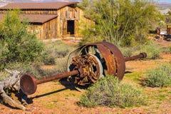 Οξυδωμένος τρύγος εξοπλισμός μεταλλείας στην έρημο της Αριζόνα στοκ εικόνες με δικαίωμα ελεύθερης χρήσης