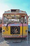 Οξυδωμένο, αναλύω παλαιό λεωφορείο Στοκ Φωτογραφία
