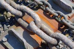 Οξυδώνοντας αλυσίδες και σκουριά ξηρών αποβαθρών Στοκ φωτογραφία με δικαίωμα ελεύθερης χρήσης