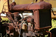 Οξυδώνοντας παλαιό γεωργικό τρακτέρ Fordson Στοκ Φωτογραφία