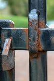 Οξυδώνοντας σύρτης πυλών χάλυβα Στοκ φωτογραφία με δικαίωμα ελεύθερης χρήσης