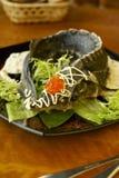 Οξύρρυγχος στην κρεμώδη σάλτσα με το κόκκινο χαβιάρι στοκ εικόνα