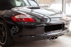 Οπίσθια άποψη τετάρτων του φορείου της αθλητικής Porsche boxster s του 2006 που προετοιμάζεται για την πώληση και που εκτίθεται σ στοκ εικόνα