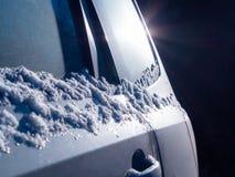 Οπίσθια πλευρά του αυτοκινήτου με ένα έντονο φως στο σκοτάδι στοκ φωτογραφία με δικαίωμα ελεύθερης χρήσης