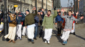 Οπαδοί Krishna που χορεύουν στην οδό Στοκ Φωτογραφίες