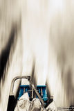 ΟΠΙΣΘΙΑ ΔΙΔΥΜΗ ΔΥΝΑΜΗ ΜΗΧΑΝΩΝ ΠΟΡΘΜΕΙΩΝ ΜΕΣΩ ΤΗΣ ΘΑΜΠΑΔΑΣ ΚΙΝΗΣΕΩΝ ΘΑΛΑΣΣΙΟΥ ΝΕΡΟΎ Στοκ Φωτογραφία