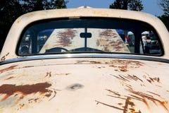 Οπισθοσκόπος άποψη παραθύρων του εκλεκτής ποιότητας φορτηγού Στοκ φωτογραφία με δικαίωμα ελεύθερης χρήσης