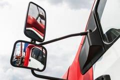 Οπισθοσκόπος καθρέφτης στο φορτηγό Στοκ Εικόνα