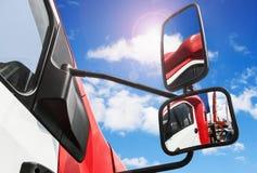 Οπισθοσκόπος καθρέφτης στο φορτηγό Στοκ Φωτογραφίες