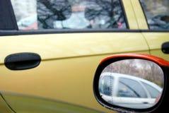 Οπισθοσκόπος καθρέφτης του πορτοκαλιού αυτοκινήτου Στοκ Εικόνα
