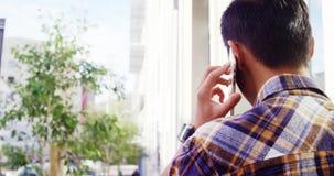 Οπισθοσκόπος μιας κλήσης ατόμων απόθεμα βίντεο