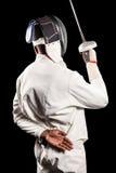 Οπισθοσκόπος του ατόμου που φορά την άσκηση κοστουμιών περίφραξης με το ξίφος Στοκ φωτογραφία με δικαίωμα ελεύθερης χρήσης