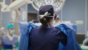 Οπισθοσκόπος των γιατρών πριν από τη σκληρή λειτουργία απόθεμα βίντεο