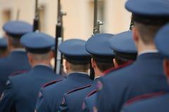 Οπλισμένες φρουρές παλατιών στοκ φωτογραφίες