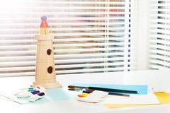 Οπτικό μάθημα τέχνης στον παιδικό σταθμό ή το σχολείο Στοκ φωτογραφία με δικαίωμα ελεύθερης χρήσης