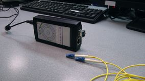 Οπτικό σκοινί μπαλωμάτων ενθέτων μηχανικών ΤΠ στη δοκιμασμένη συσκευή φιλμ μικρού μήκους
