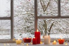Οπωρώνας της Apple το χειμώνα στο παράθυρο Στοκ φωτογραφίες με δικαίωμα ελεύθερης χρήσης