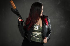 Οπλισμένο και επικίνδυνο κορίτσι Στοκ Εικόνες