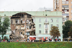 Ορέλ, Ρωσία, στις 29 Αυγούστου 2017: Κατάρρευση του παλαιού σπιτιού διαμερισμάτων Στοκ Εικόνες