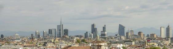 Ορίζοντας επιχειρησιακών πλημνών από τη στέγη καθεδρικών ναών, Μιλάνο, Ιταλία Στοκ Εικόνα