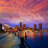 Ορίζοντας ηλιοβασιλέματος της Βοστώνης στην αποβάθρα Μασαχουσέτη ανεμιστήρων Στοκ Φωτογραφία