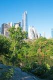Ορίζοντας και βράχοι της Νέας Υόρκης στο κεντρικό πάρκο Στοκ Φωτογραφίες