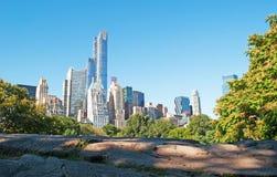 Ορίζοντας και βράχοι της Νέας Υόρκης στο κεντρικό πάρκο Στοκ εικόνα με δικαίωμα ελεύθερης χρήσης