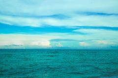 Ορίζοντας και μπλε ουρανός του Ατλαντικού Ωκεανού Στοκ εικόνα με δικαίωμα ελεύθερης χρήσης