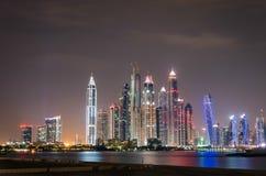 Ορίζοντας μαρινών του Ντουμπάι τή νύχτα Στοκ φωτογραφία με δικαίωμα ελεύθερης χρήσης