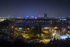 Ορίζοντας νέου Βελιγραδι'ου Novi Beograd που βλέπει τή νύχτα από το φρούριο Kalemegdan στοκ φωτογραφίες με δικαίωμα ελεύθερης χρήσης