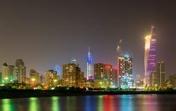 Ορίζοντας νύχτας της πόλης του Κουβέιτ στοκ εικόνες