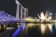 Ορίζοντας νύχτας της Σιγκαπούρης με το μουσείο ArtScience Στοκ Εικόνες