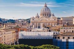 Ορίζοντας πόλεων της Ρώμης με τη βασιλική του ST Peter στο Βατικανό visib στοκ φωτογραφία με δικαίωμα ελεύθερης χρήσης