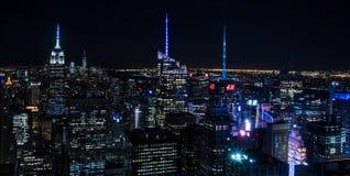 Ορίζοντας πόλεων/του Μανχάταν της Νέας Υόρκης τη νύχτα Στοκ Εικόνες