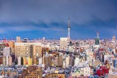 Ορίζοντας πόλεων του Τόκιο, Ιαπωνία πέρα από Asakusa στοκ εικόνα