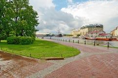 Ορίζοντας πόλεων μετά από μια βροχή Στοκ Εικόνες